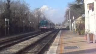 Arrivo e partenza treno regionale 5882 a Postioma (TV) il 18 Gennaio 2015