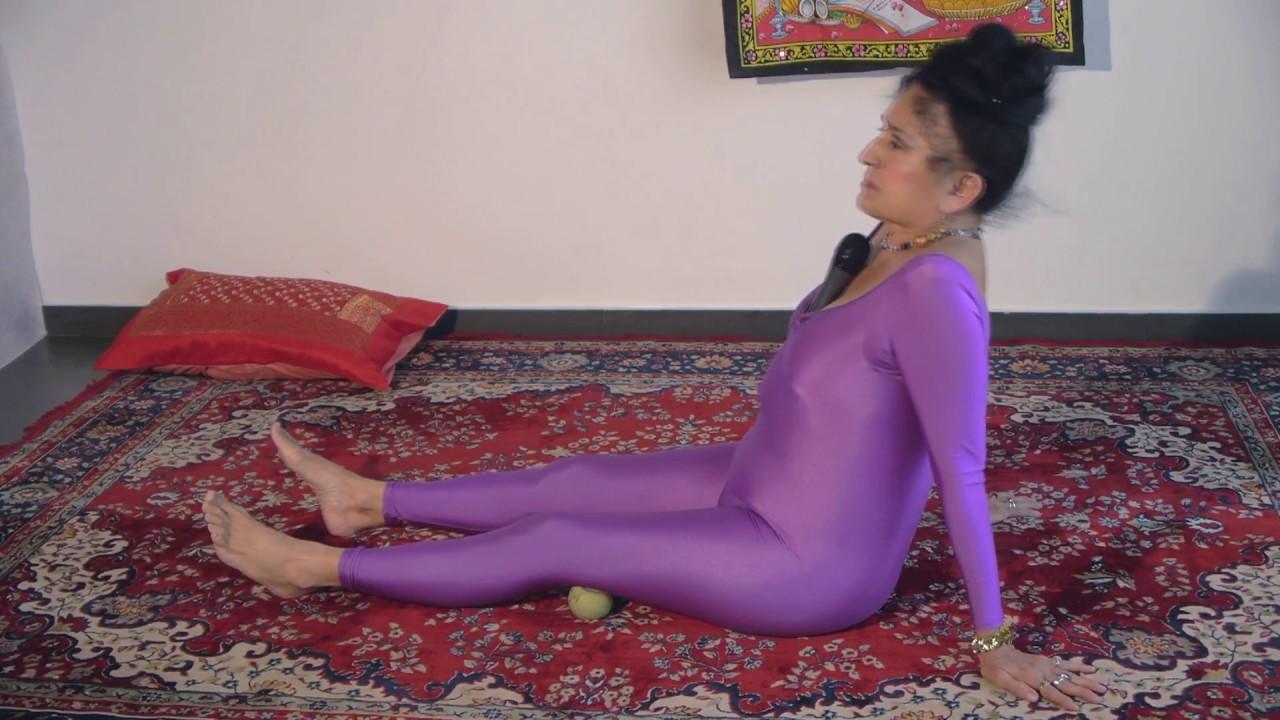 Devi Dhyani – Ejercicio con pelotitas de tenis