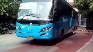 Download Video TJ TELOLET? Telolet Abang Tukang Bakso ala Bus Transjakarta PPD-357 di Poris MP3 3GP MP4