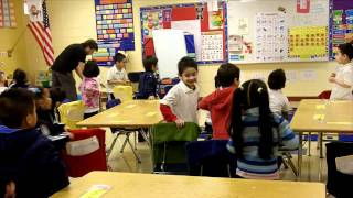 Chicken Dance - Spanish or English (Classroom Physical Activity Breaks)