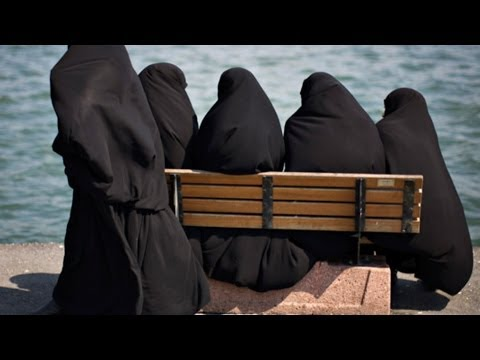 MANY WOMEN Are Converting To ISLAM But WHY? Doesn