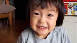144 2歳赤ちゃん子供 少し恥ずかしがる 2years old baby kid