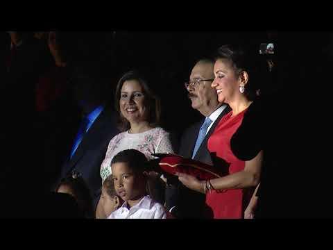 pareja-presidencial-enciende-árbol-navidad-palacio-nacional