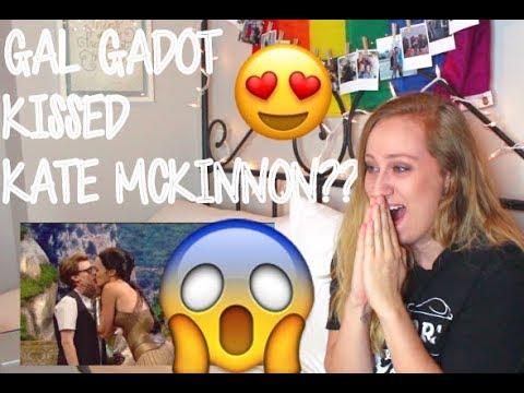 REACTION: SNL - Gal Gadot & Kate McKinnon KISS!