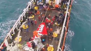 RAW: Russian rescuers help recover Air Asia tail