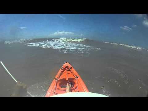 Antony Reyes Golpeado Por Las Olas En Mar Del Tuyu