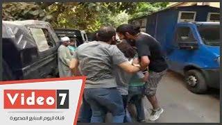 دموع الفرح تستقبل المتهمين بالتظاهر فى 25 إبريل بعد إخلاء سبيلهم