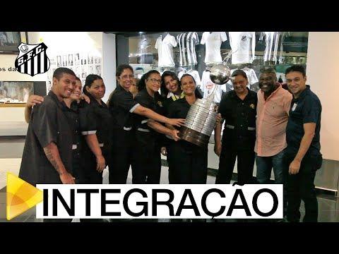 Colaboradores do Santos FC fazem tour pela Vila Belmiro
