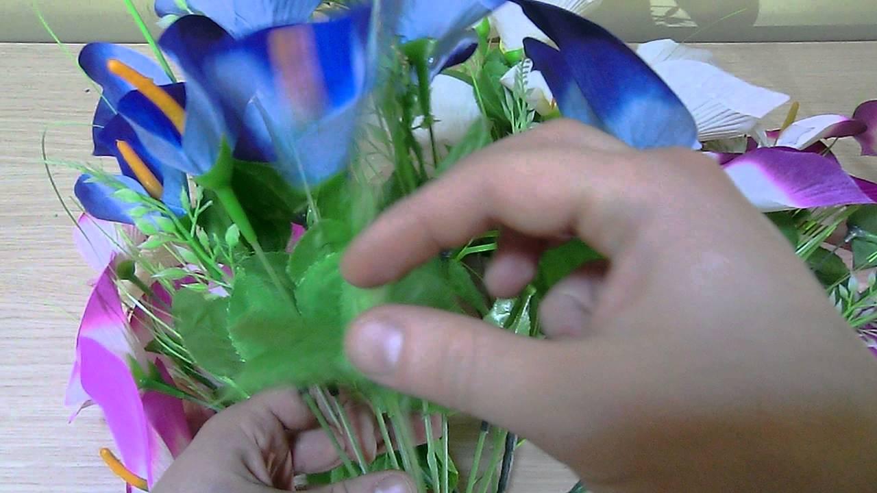 Так же фоамиран прекрасно растягивается, что позволяет создавать реалистичные цветы, а так же использовать его при создании игрушек. Купить.
