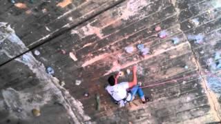 Jose escalando 6c en la Foixarda