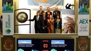 Parkinson Vereniging luidt gong ter gelegenheid van slot Unity Walk 2013