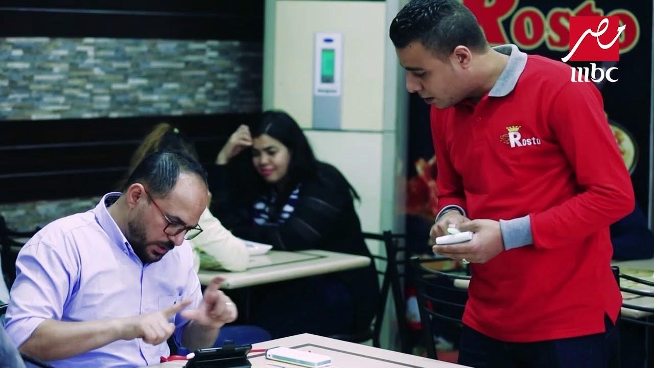 الصدمة - رد فعل المصريين بعد السخرية من رجل يطلب طعامه بلغة الإشارة
