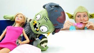 Зомби в спальне Барби - Кукла Барби стала ЗОМБИ?! Видео для девочек