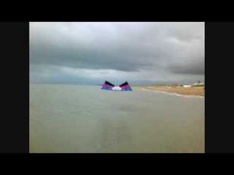 Revolution Kite Tricks - Flying under water!