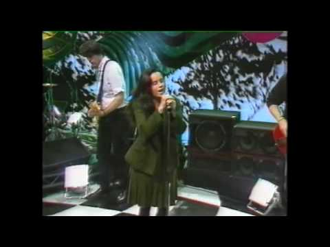 10000 Maniacs Natalie Merchant singing The Latin One on The Word