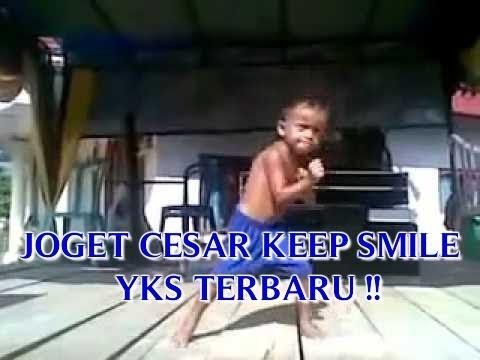 Foto Anak Kecil Joget Lucu