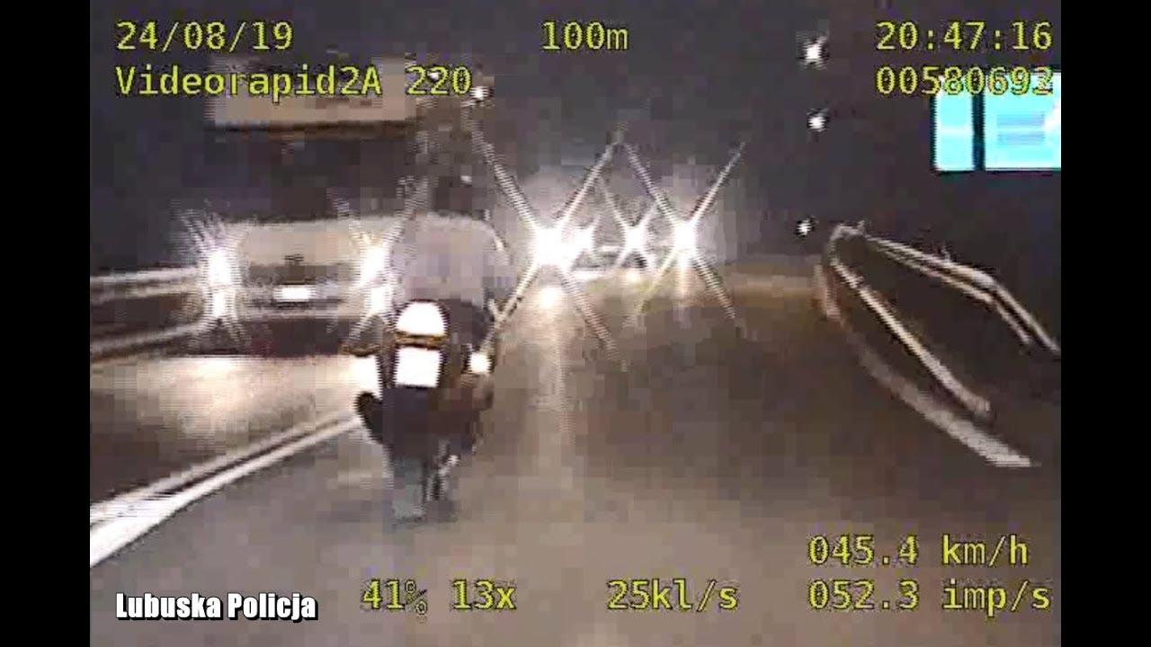 Szaleńczy pościg za motocyklistami. Jeden wpadł do rowu