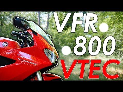 CETTE MOTO A DEUX MOTEURS (et c'est incroyable) - Essai Honda VFR 800 2019 - ErDoZz