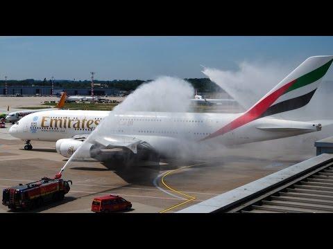 Erste Emirates A380 Landung Flughafen Düsseldorf - mit Water Cannon Salute Begrüßung