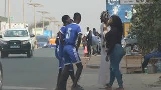 Une fille qui demande de l aide pour aborder un homme (Camera cachee Mahfousse)