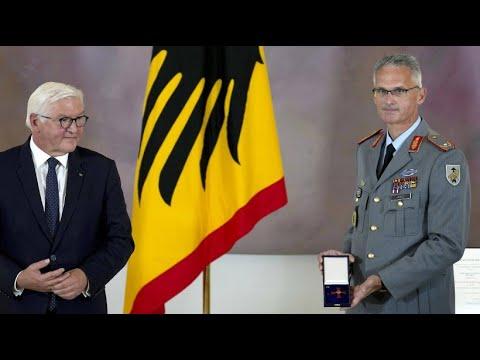 Download Brigadegeneral Arlt erhält Bundesverdienstorden für Evakuierungsoperation in Kabul