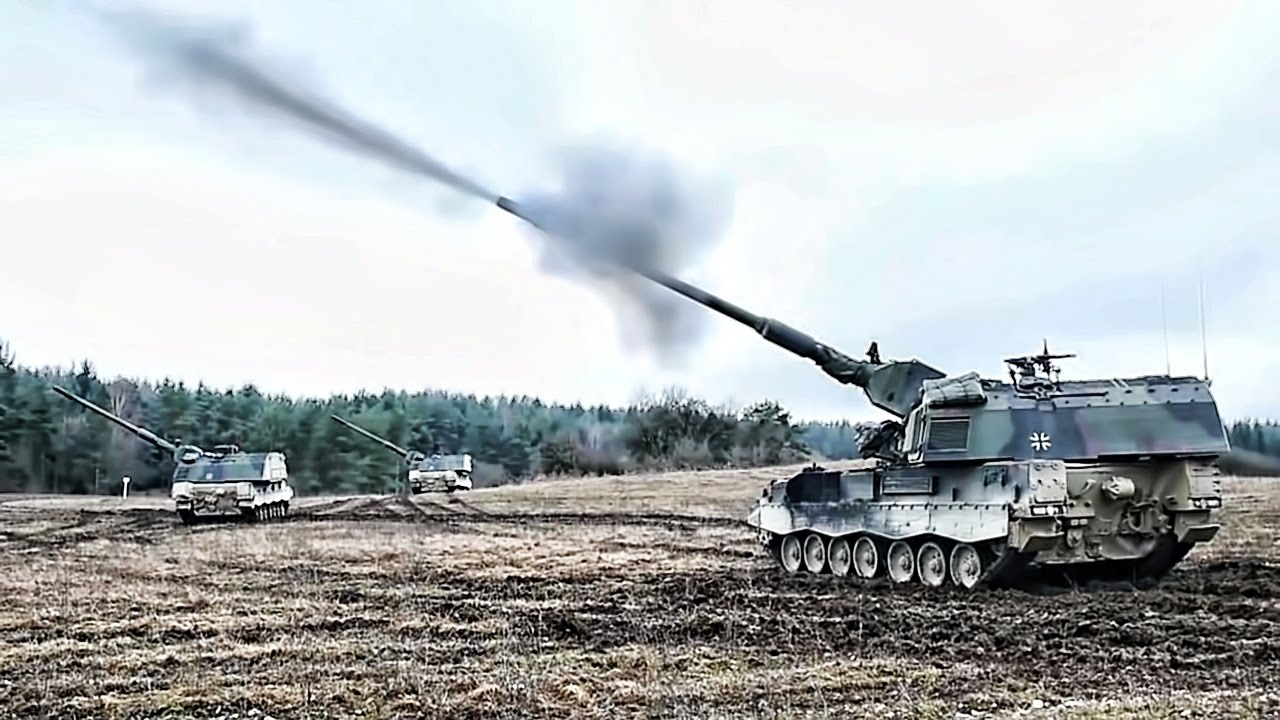 Italian Soldiers • Maneuver and Fire in a Howitzer PzH2000 • Grafenwoehr Training Area Germany