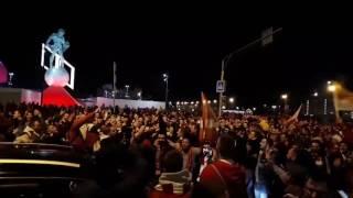 Знаешь ли ты певицы Максим. поют фанаты Спартака возле Открытие Арена
