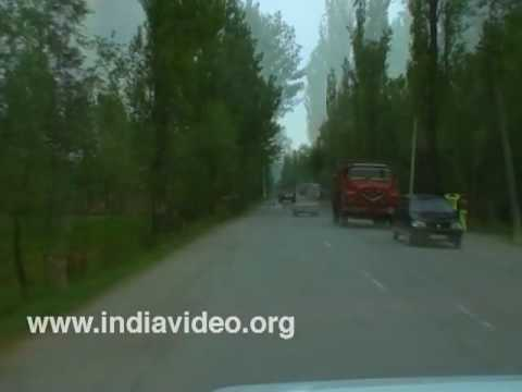 On the way to Srinagar from Gulmarg