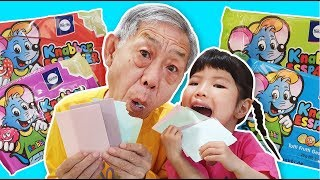 What is your grandfather's reaction when folding edible colored paper? edible color paper - Romiyu