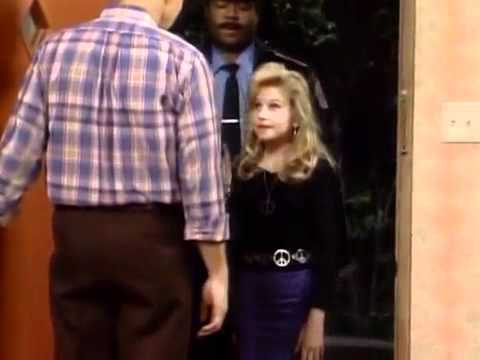 Married With Children: Kelly Is On Her Own