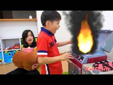 消防車 火事?? ごっこ 料理中は注意!!? キッズマナー おゆうぎ こうくんねみちゃん Firefighter Attention to fire during cooking