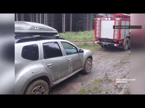 Чернівецький Промінь: Жителі столиці застрягли у кюветі на Путильщині