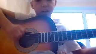 Играю на гитаре ( Катюша)