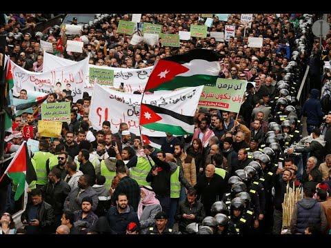 مئات الأردنيين يتظاهرون في عمان احتجاجا على اتفاقية استيراد الغاز من إسرائيل  - 22:59-2020 / 1 / 17