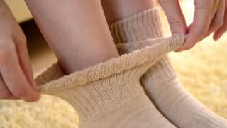 一足で重ね履きできる靴下。一足に二足分の手間ひまをかけて、丁寧に作...