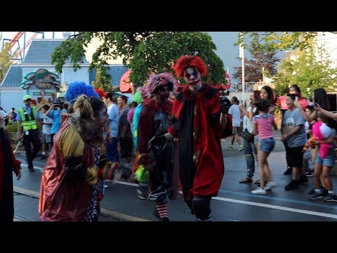 SIX FLAGS GREAT AMERICA FRIGHT FEST 2017 PARADE!