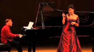 Nancy Fabiola Herrera canta Les filles de Cadix