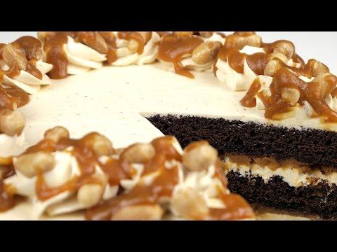 Торт Сникерс с соленой карамелью и супер шоколадными коржами. Пошаговый рецепт.