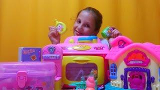 Обзор игрушек Свинка Пеппа, домик, аптечка, посудка и кухня(Играюсь и показываю Свинку Пеппу, домик игрушечный, кухню и аптечку очень интересное видео., 2016-08-12T05:00:00.000Z)