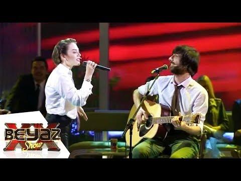 Demet Evgar Ft. Multitap - Bu Şarkıyı Dinliyorsan | Beyaz Show