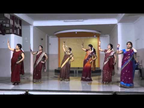 Navrai Majhi - Dance Performance - english vinglish movie songs - (Garba Night) @ Foyer Apartment