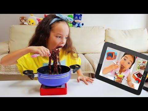 Milana Cooking Black Noodles like a Boram Kids Pretend Play 뽀로로 짜장면