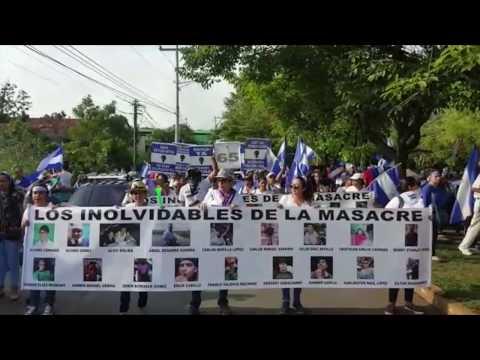 Miles de personas marchan en León