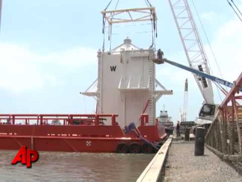 Raw Video: Dome Headed to Oil Leak Site