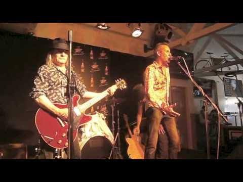Painters and Dockers Live at the  Torquay Pub