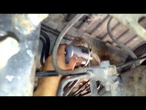Replacing the Fuel filter on a 2001 Pathfinder - YouTubeYouTube