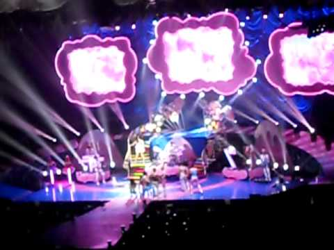 Katy Perry: Teenage Dream, Seattle Key Arena