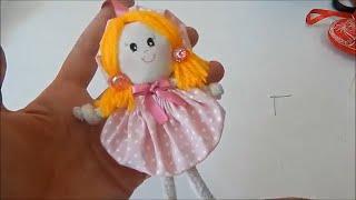 Boneca Fuxico feita de retalhos de tecido