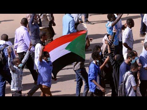 السودان: مقتل طفل وطبيب خلال الاحتجاجات وسط دعوات للمضي في المظاهرات  - نشر قبل 26 دقيقة