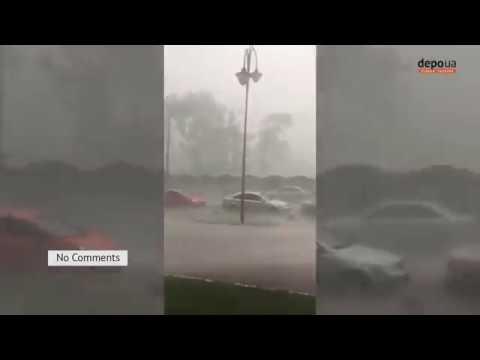 Як на морі, Київ знову накрив сильний дощ